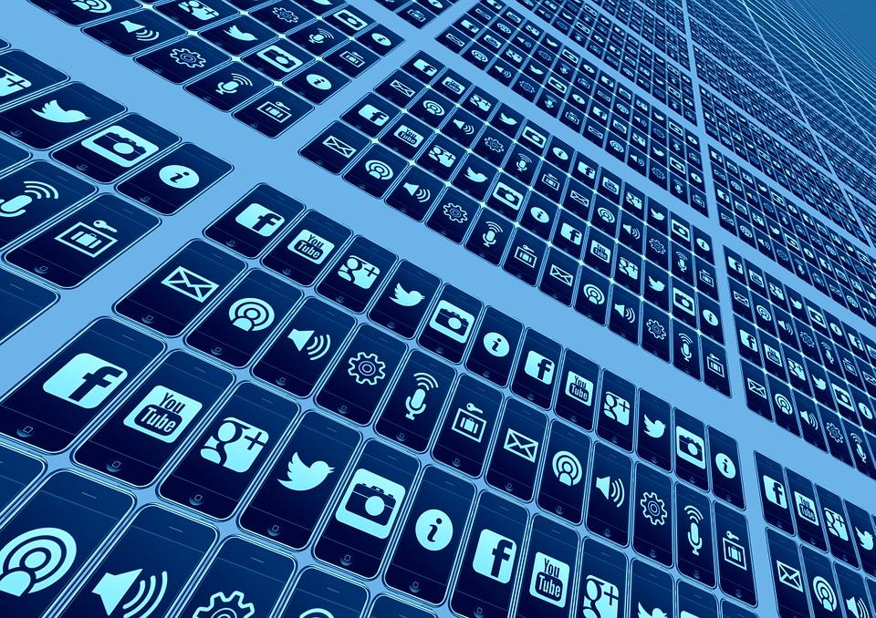 スマートフォン普及率を見るとSNSマーケティングの重要性がわかる